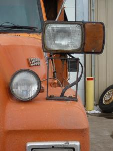 Assessing the use of snowplow lighting for optimal safety